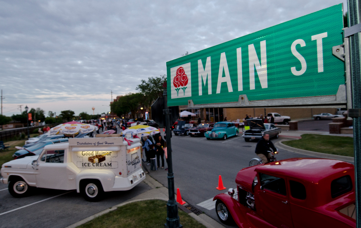 cruise night: downtown roselle, illinois – classic recollections