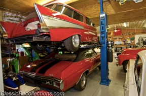 Some of the cool items in this classic car dream garage.