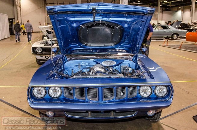 This 1971 Plymouth Hemi 'Cuda has a Gen III 426ci V8 underhood.